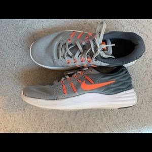 Nike Shoes - Nike tennis shoes
